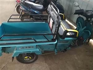 淮海電動三輪車,剛買一個月,證件齊全,因有事出售,15058004627