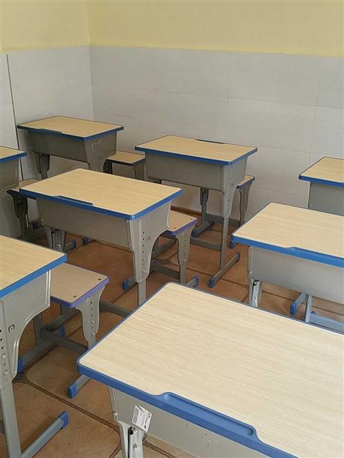 全新课桌椅处理,35一套,需要的联系!