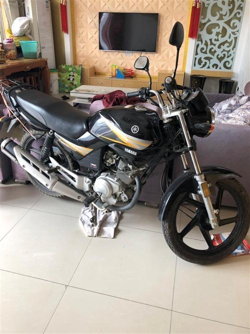 此车雅马哈大摩托车八成新因家里没人骑想便宜点卖了看上的可以联系15956453757
