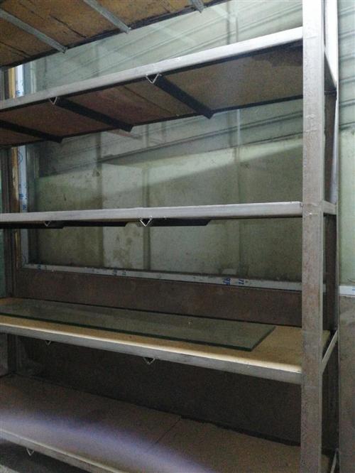 9成新二手三角鐵貨架:1.5*0.4*2米,六層、帶鋪板,到手就能用。另還有8成新木貨架。有意者速來...