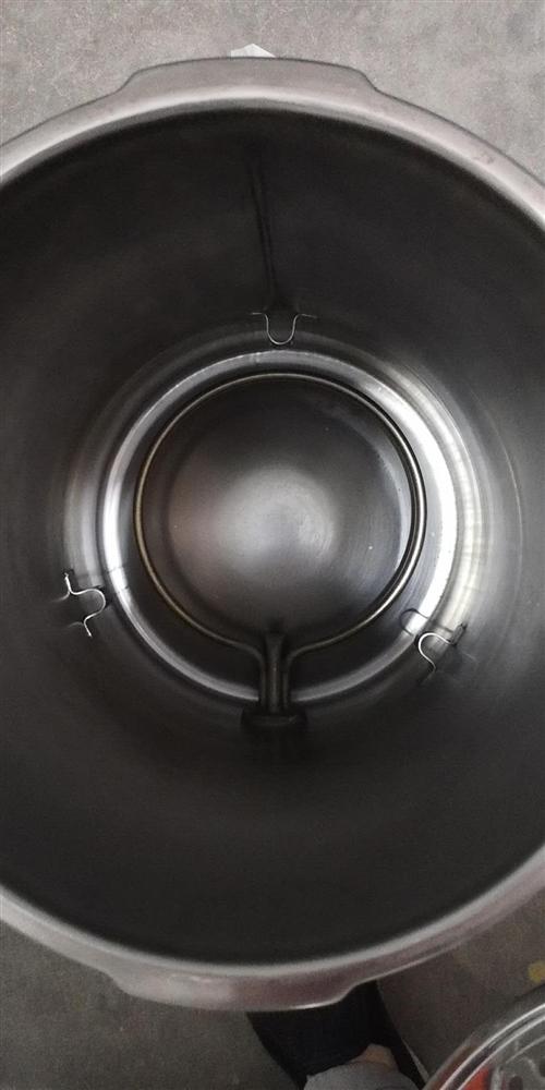 壓力蒸汽滅菌器十成全新因為物流問題控制面板處磕碰到有一個裂縫功能正常支持驗貨八成價一千七出手有意請電...