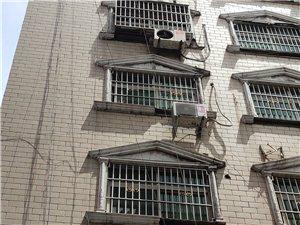 楼房掉落建筑物,存在严重的安全隐患