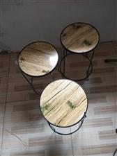 桌子,凳子全新50元一套,冰柜长2米,宽70,1000元,格力空调32,800元。