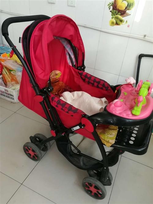 雙向可坐可躺可折疊嬰兒車,寶寶大了不喜歡坐車,車子基本閑置了,九五成新,不議價,可包郵運費需要自理,...