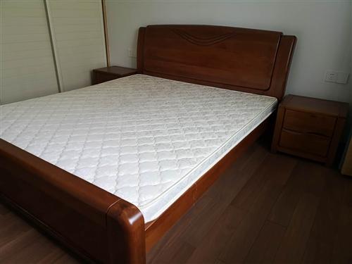实木床,全棕床垫,实木床床头柜,9成新.价格面议。