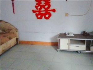 小转盘套房出租2室2厅 5800元/年