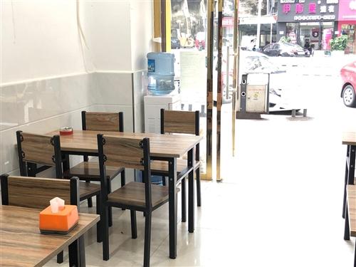 4套餐桌低价转让,一个八格蒸饭柜,和一个用电汤桶转让,有意者可以致电咨询
