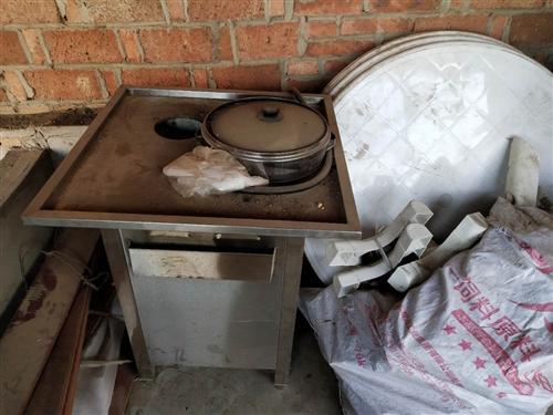 三套烧烤桌椅,买来还没组装,不干了便宜甩,还有一个燃气蒸包炉
