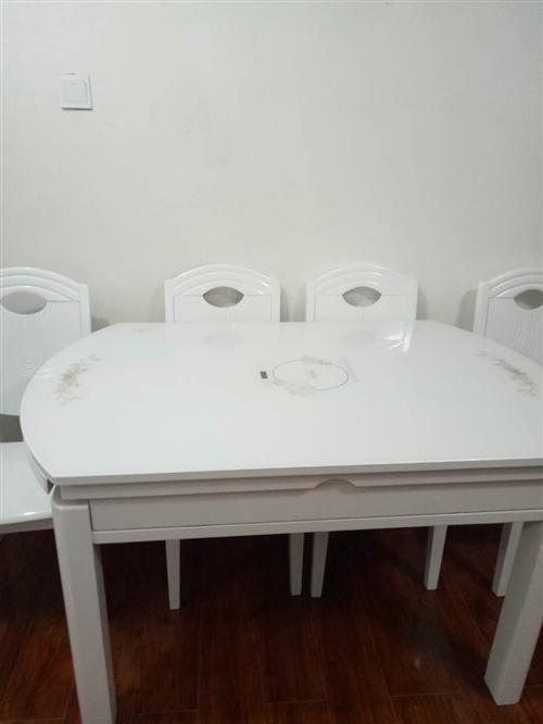 桌子是今年3月底買的,當時買的價格是2380,桌子當時買大了,家里小放起很占地方,桌子可以拉出來做圓...