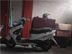 迅鷹125踏板摩托車