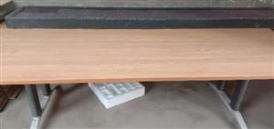 出售:吧台9成新,长150。会议桌全新长240宽120。LED显示屏长260宽40 电话:1523...