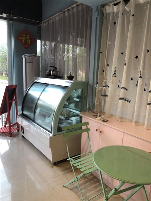 出售九成新冰柜,空调,冰箱,餐桌。有需要可以联系我!