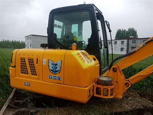 出售个人龙工挖掘机2019年3份的挖掘机,型号LG6065用时260小时!《诚心卖18万,不议价》?...