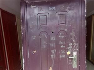 楼房刚拆下的没毛病防盗门,嫌挡地了,谁需要100拉走!手慢无13483904310