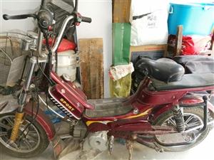 自用代步燃油小摩托 老爸以前的代步小摩托,实表8728公里,无大修,无事故,现在不骑转手,,只限当地...