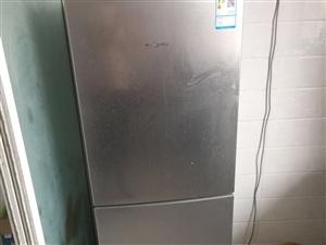 美的 冰箱 去年夏天�I的 搬家用不到了,700元 要的�^�砝� 新天地小�^  �系微信54156968...