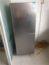 美的 冰箱 1299元买的。搬家用不到了,600元处理,要的私聊过来拉   新天地小区  联系微信5...