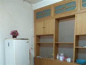 土产家属楼3室 2厅 2卫600元/月