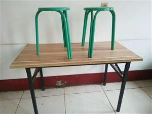 超低�r出售: 高桌和矮桌都是四十元一��,板凳七元一�� �系��15054843563