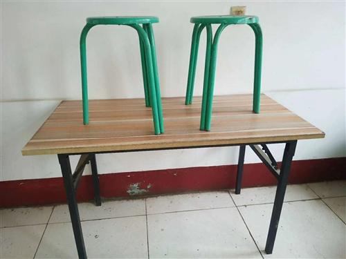 超低价出售: 高桌和矮桌都是四十元一张,板凳七元一个 联系电话15054843563