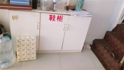 冰箱8成新,洗衣机全自动九成新,柜子,鞋架, 全部便宜处理了,都是自己店里用的,九成新 有需要的...