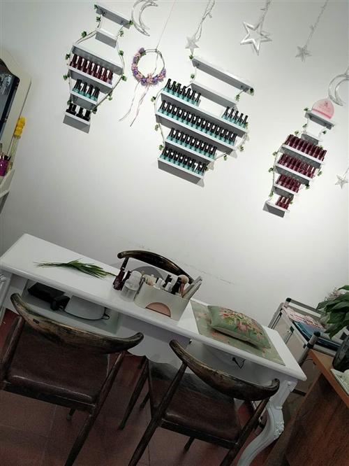 兩大套系甲油膠(96色+70色)+美甲所有工具+放甲油膠架子+1.4米的美甲桌子+3把椅子,全部九成...