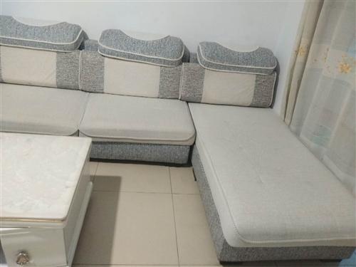 出售二手沙发九成新,可7字形可U形,原价3180现2000。
