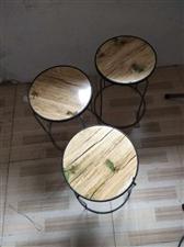 桌子,凳子50元一套,2米长的冰柜1000元,32的格力空调900元