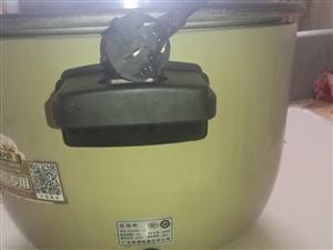 质鼎十升,酒店专用电饭锅,买回来用了小半年,因目前用不上现特价转让,有需要的联系。
