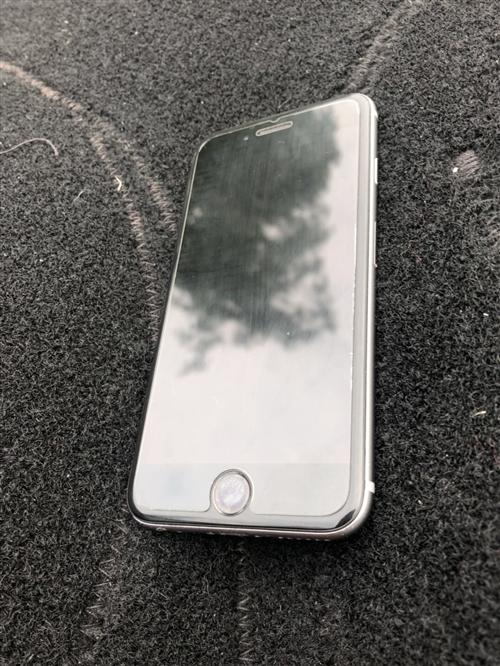 自用蘋果6s,64g,成色很好,因換手機出售。