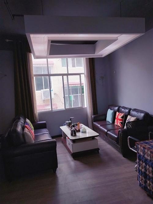 两个沙发,带中间一个茶几,都是刚买的,全新,有意者可以联系:15502772796