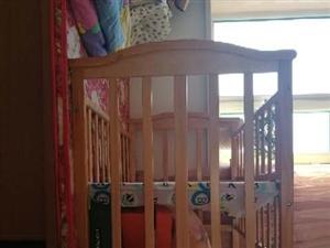 纯实木婴儿床,质量嘎嘎滴,现在便宜出售,在孕婴店买个新的要八九百呢