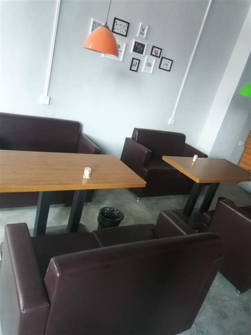 店鋪轉讓,9成新卡座沙發一套價,2卡座1桌子。15770703161。縣城內可安排送貨。另有餐飲設施...