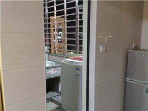 宝龙城市广场1室 0厅 1卫1300元/月