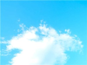 望海公�@上空的云