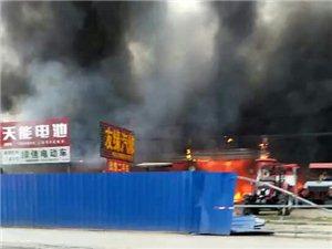 七中转盘前方农机店发生火灾