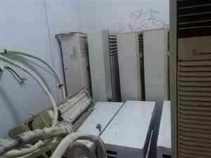 现有四部挂机,四部柜机空调出售。其中有五台格力,一台奥克斯,一台TCL,一台海尔。