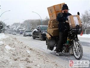 """""""双12""""揽收邮件3.22亿件!国家邮政局:天气寒冷,请理解快递员"""