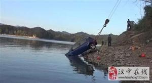 小车坠入红寺湖
