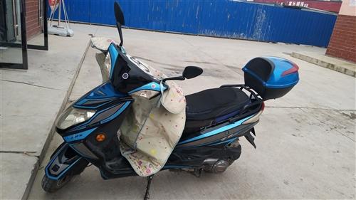 本人有一辆踏板摩托车出售,买来一年,平时...